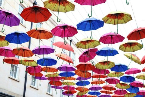 Lots of factors go into deciding whether you should buy an umbrella policy. Find out whether you're a good candidate for this coverage.