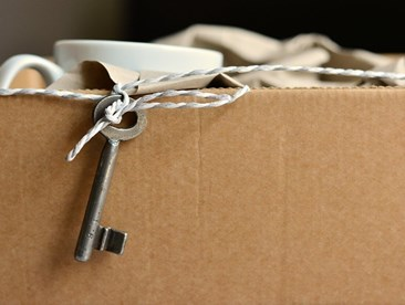 transit insurance: a moving box with a key is pictured